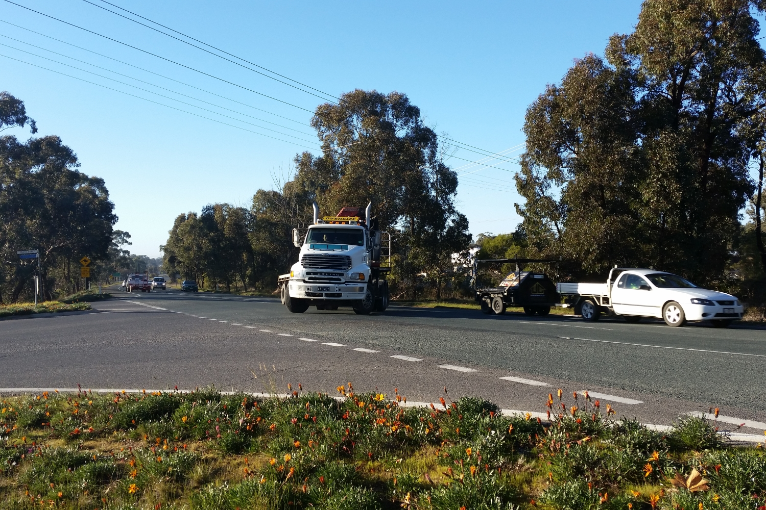 Truck turns at Pratts Park Road intersection
